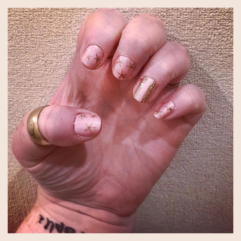 ly h Kerr pink stars & stripes nail art