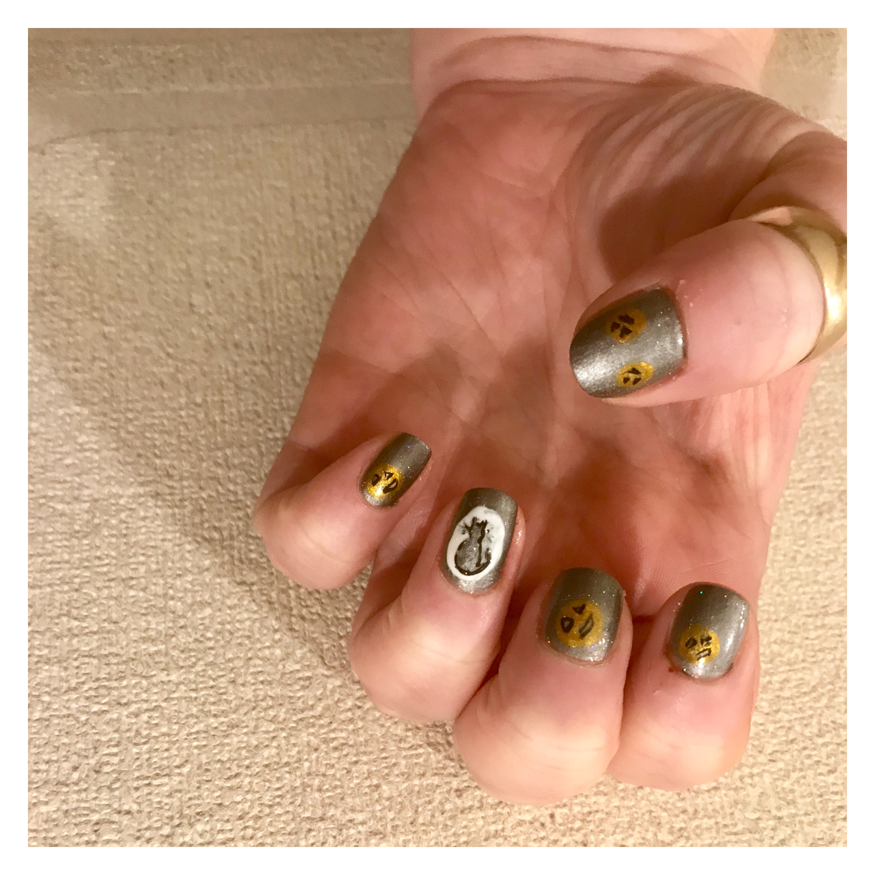 Halloween cat nail art, ly h Kerr