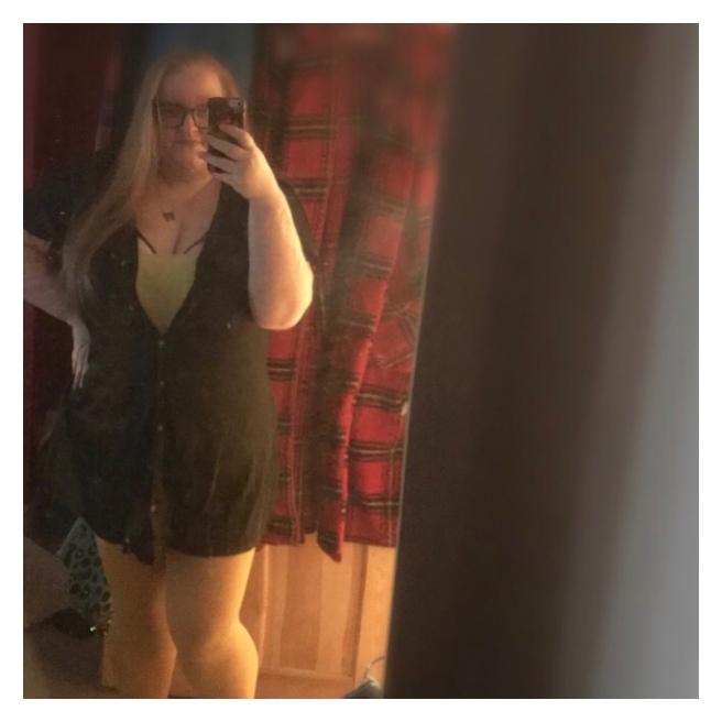 ly h Kerr mirror selfie