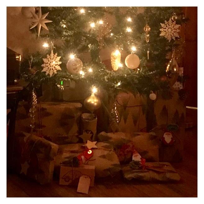 Xmas tree with presents