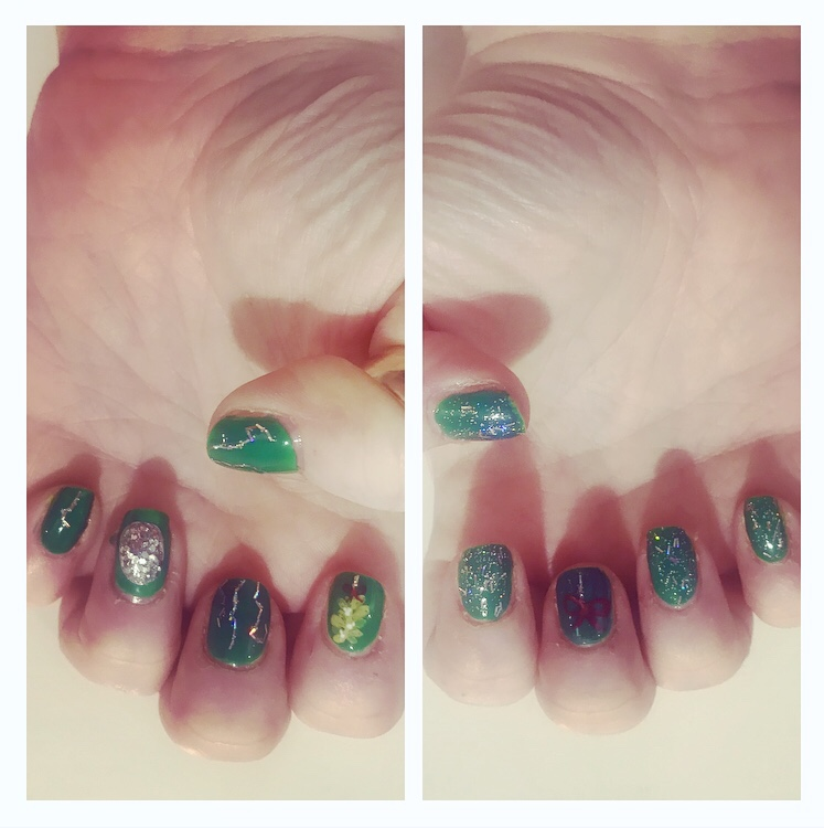 Xmas nail art.   Glitter ball and mistletoe on green background